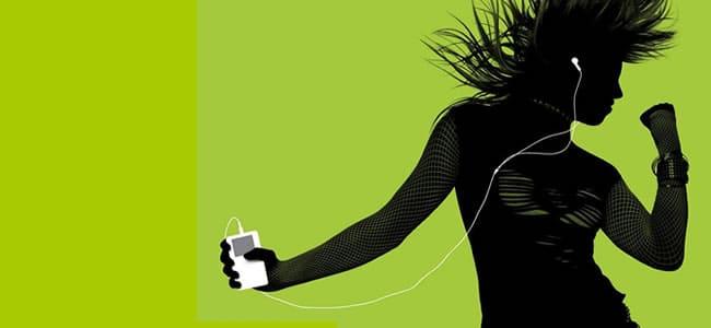 mujer y ipod