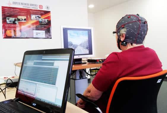 La tecnología BCI frena los efectos degenerativos de la vejez en el cerebro,