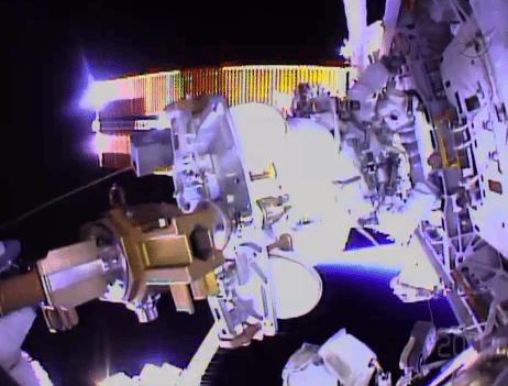 Cámaras subjetivas, generales e incluso desde el centro de mando son parte de esta caminata espacial en vivo.